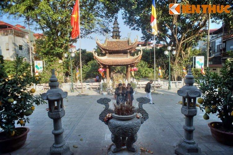 Chua Lien Phai - doa sen tuyet dep cua kinh thanh Thang Long