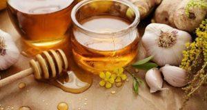 Ai cũng biết, mật ong và tỏi trị cảm cúm, viêm họng và đau dạ dày vô cùng hiệu quả